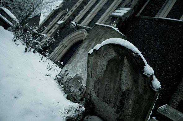 leaned graves